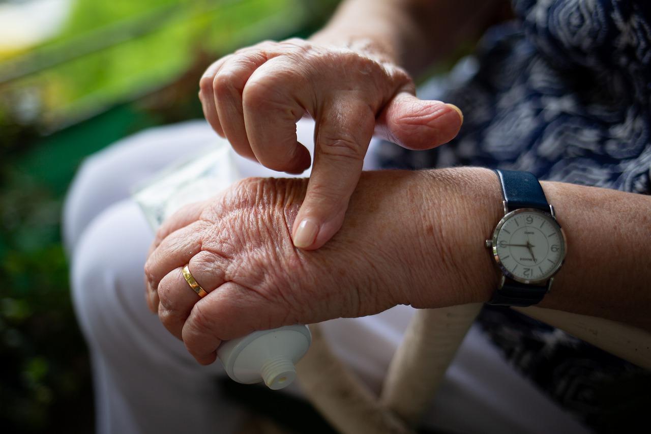 Cómo hidratar manos con la piel con grietas o maltratadas