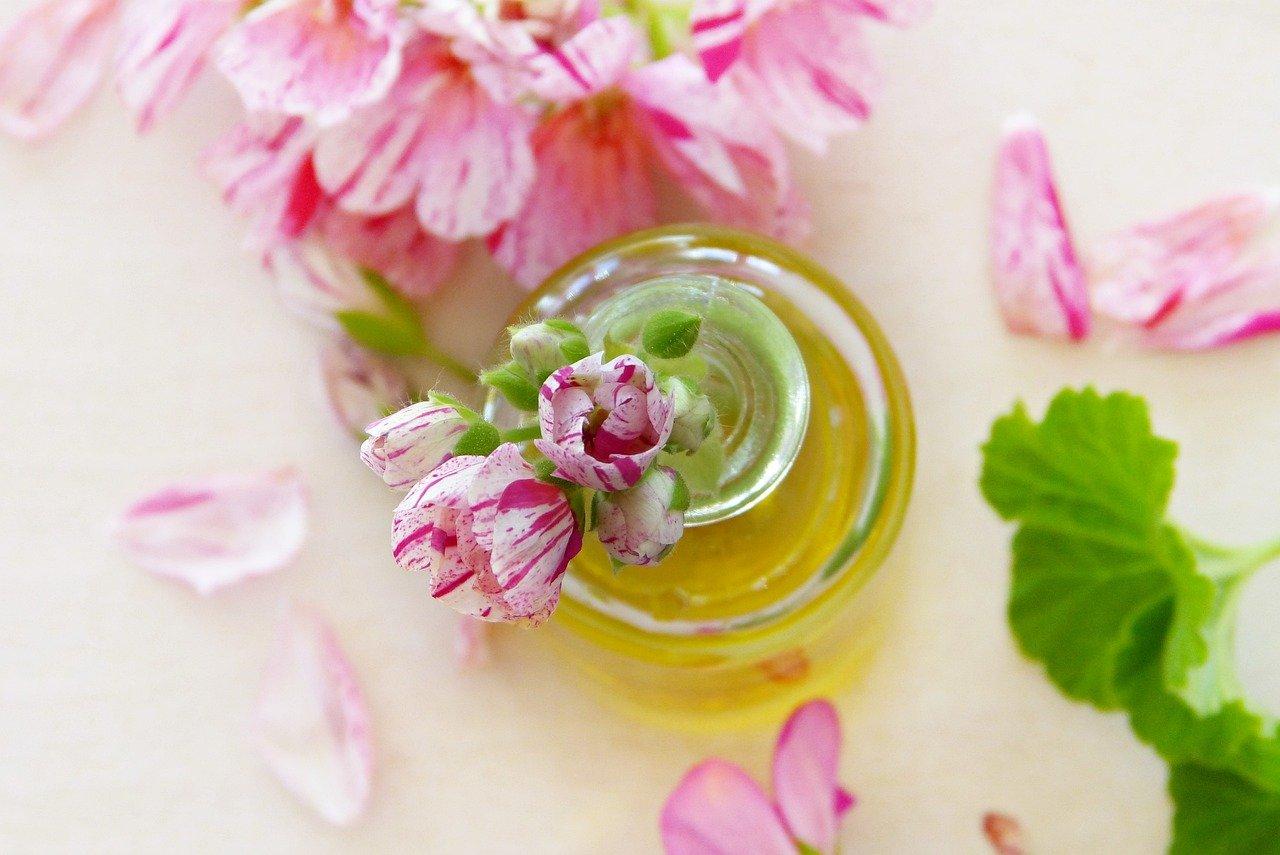 Crema hidratante casera facial con aceite y zumo de manzana