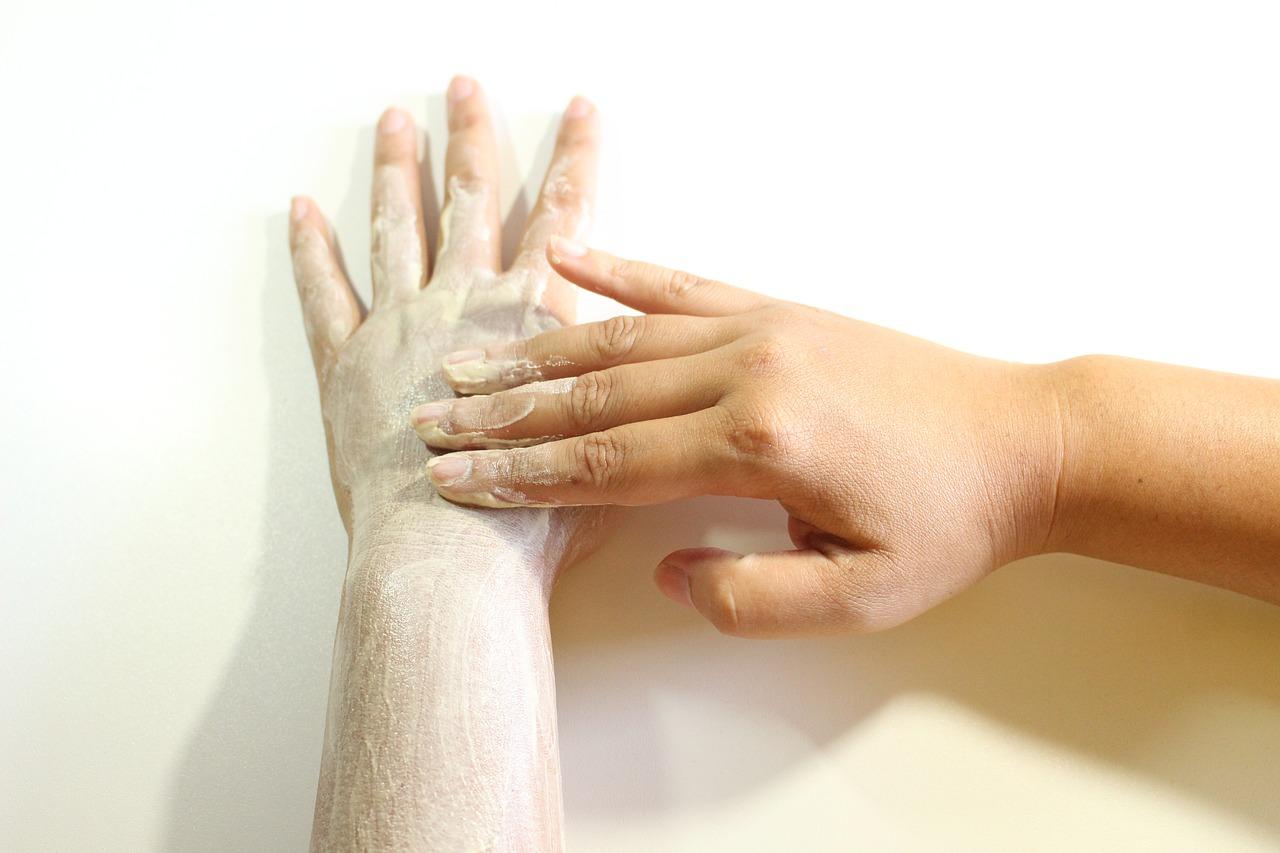 Necesitas exfoliar las manos