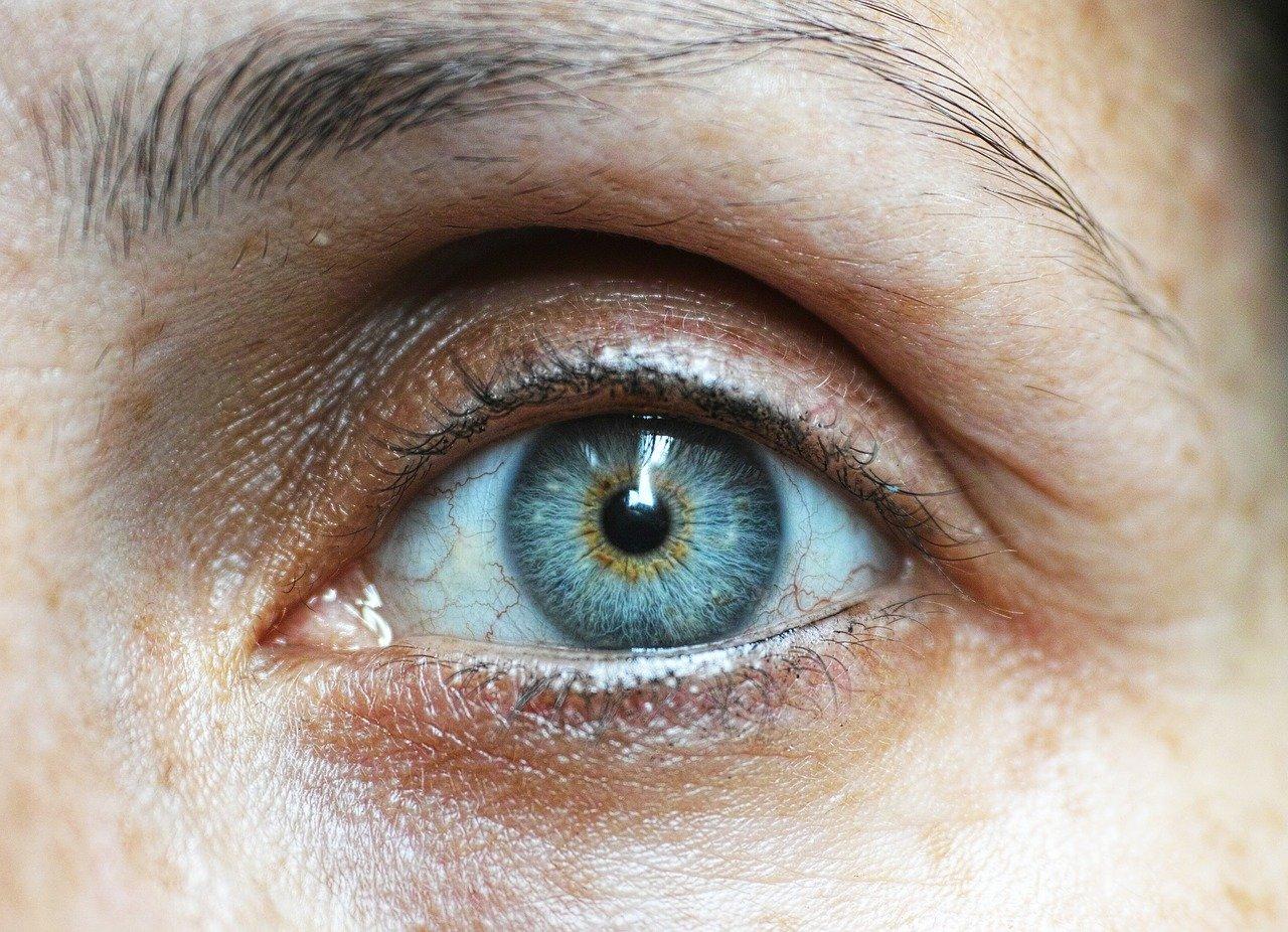 El área del contorno de ojos
