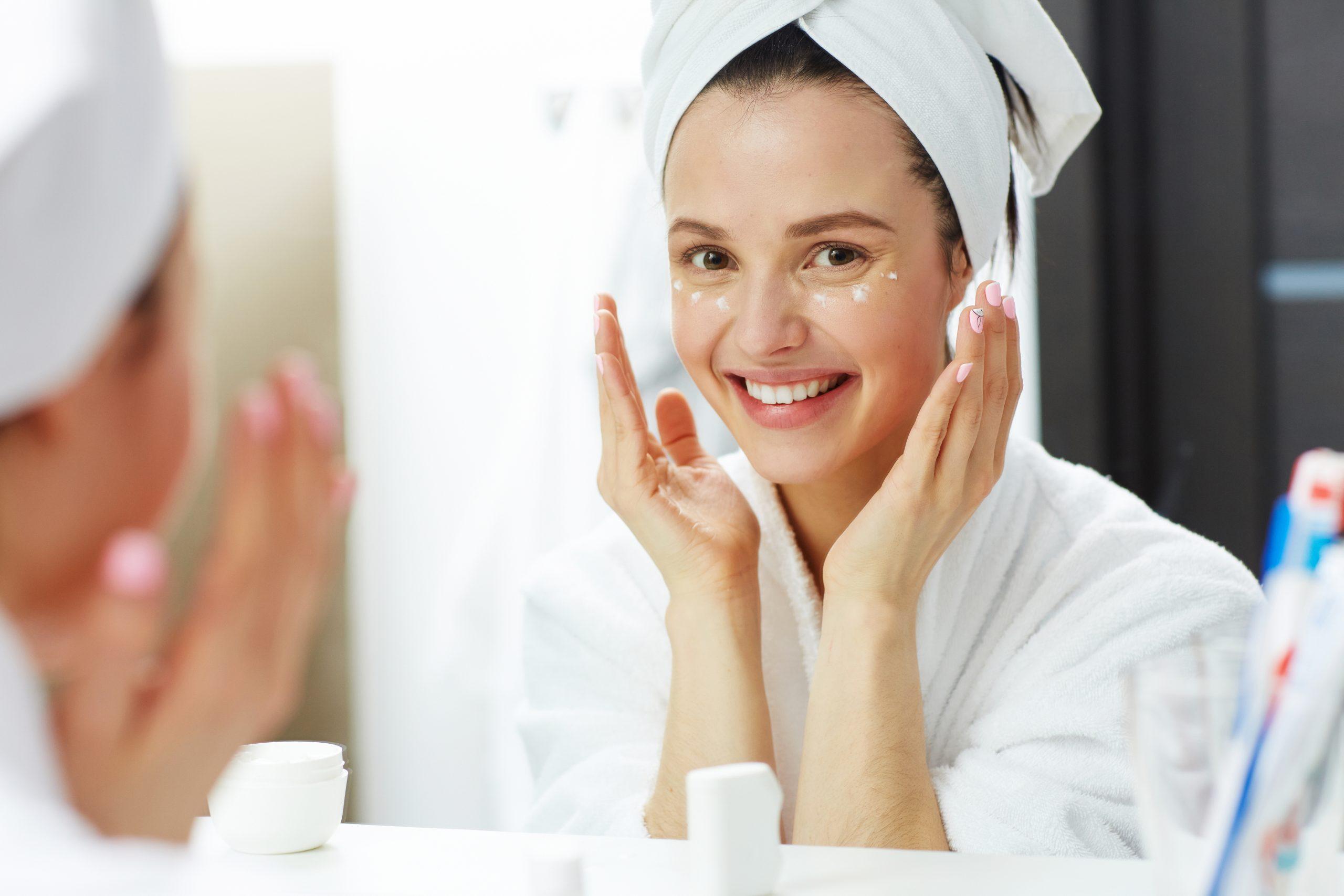 Más beneficios de la vaselina pura en el contorno de tus ojos